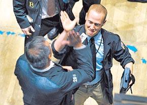 20100303182146-broker-festeja.jpg